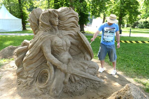 Na snímke socha Wonder Woman.