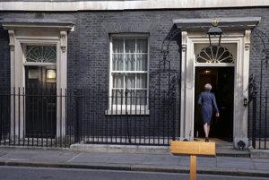 Mayová ostáva britskou premiérkou.