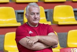 Na snímke tréner slovenskej hádzanárskej reprezentácie mužov Martin Lipták počas tréningu pred kvalifikačným zápasom o postup na ME 2018 Slovensko - Rusko.
