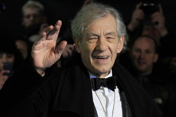 Sir Ian McKellen svoju homosexualitu odhalil už v roku 1988.
