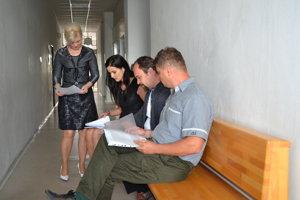 Na súde. Urbárnici z Ruskej Poruby prišli svedčiť.