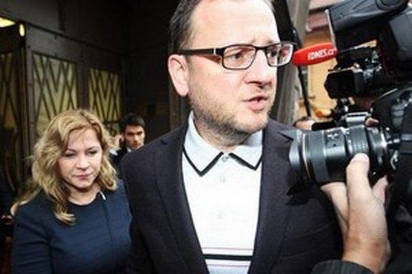 Petr Nečas žije s bývalou šéfkou svojho kabinetu Janou Nagyovou (vľavo). Zarába si, ako vie.
