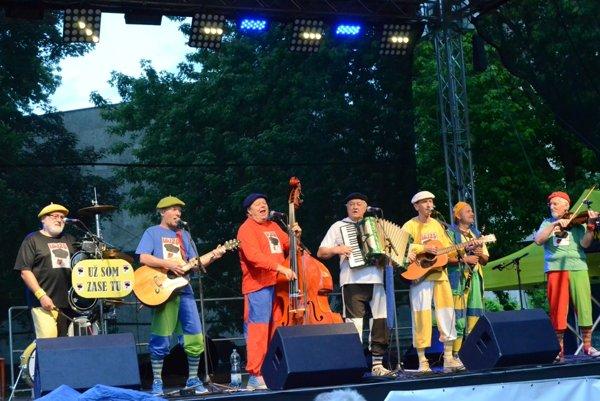 Skupina Lojzo je na svojom poslednom turné Slovenskom.