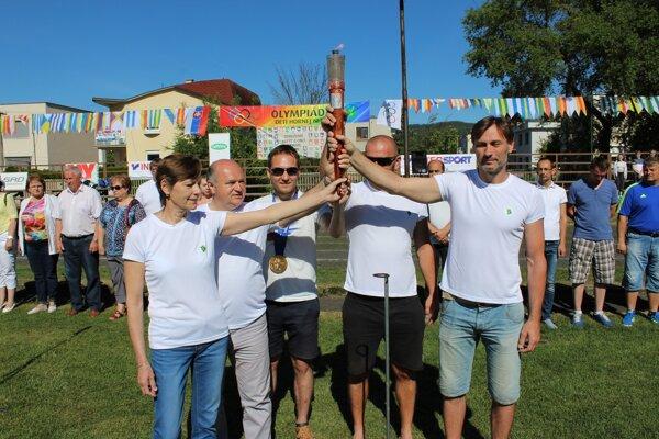 Prišli aj účastníci olympiády.