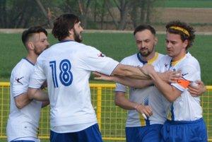 Hrušovany sa so svojimi fanúšikmi rozlúčili veľkolepo, keď vposlednom kole strelili až deväť gólov.