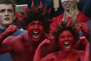 Anglickí fanúšikovia futbal milujú. Takto prežívali finálový zápas v Európskej lige priaznivci Manchestru United.