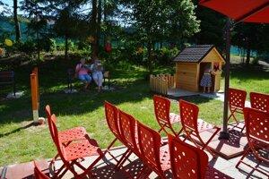 Príjemný areál môžu využiť návštevníci všetkých vekových kategórií.