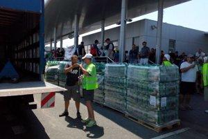 V utorok nebol dostatočne zabezpečný pitný režim, Volkswagen zabezpečil vodu pre štrajkujúcich z vlastných nákladov. V stredu dorazil kamión s minerálkami.
