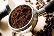 Nový nástroj využíva šesť šálok mletej kávy.