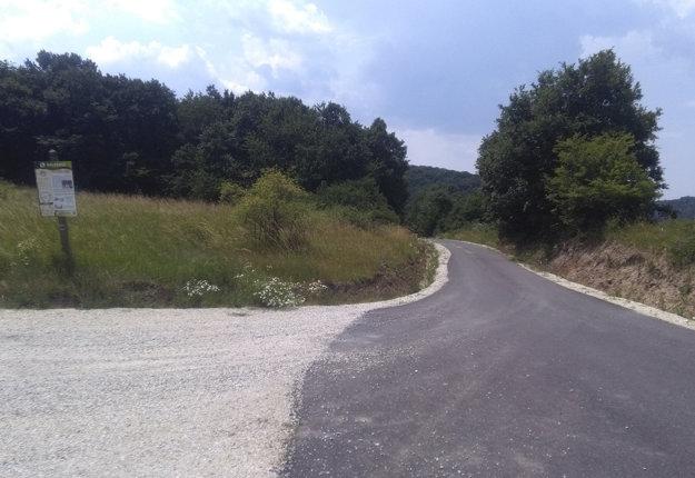 Obnovená cesta v Hrušove.