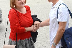 Umelecký riaditeľ Peter Nágel víta laureátku Hercovej misie Magdu Vášáryovú.