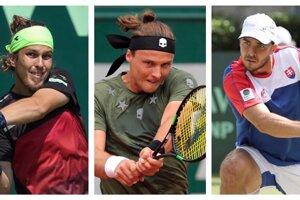 Lukáš Lacko (vľavo), Jozef Kovalík (uprostred) aj Andrej Martin spoznali súperov v boji o Wimbledon.