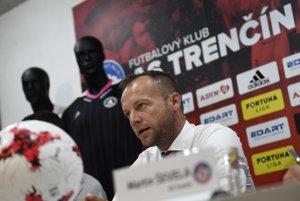 Generálny manažér AS Trenčín Róbert Rybníček si uvedomuje, že ide o risk, v Čatakovičovi však vidí veľký potenciál.