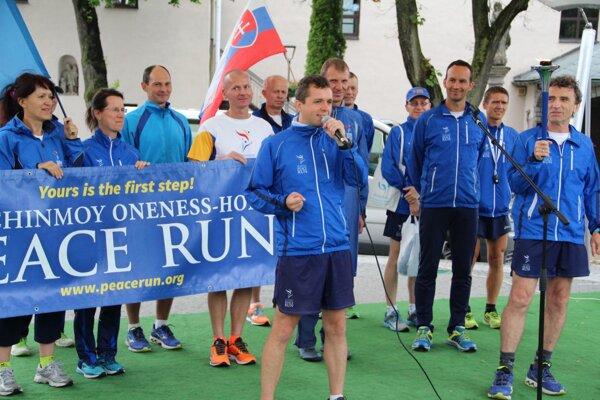 Medzinárodný tím bežcov zavítal najprv cez oravský región do Tvrdošína.
