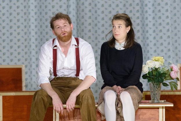 Ivan Martinka a Lucia Korená v inscenácii Denníka Anny Frankovej v Novom divadle Nitra.