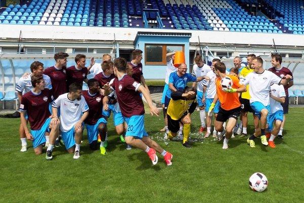 Futbalisti FC Nitra tvoria výbornú partiu. O zábavu v nej nie je núdza.
