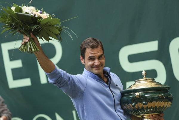 Roger Federer opanoval turnaj v Halle už deviaty raz.