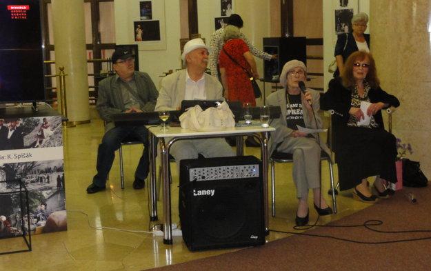 Jubilantovi zaspievali a zahrali Egon Gnoth, Milka Došeková, zaspomínala Hilda Augustovičová.