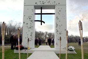 Pamätník Brána slobody v bratislavskom Devíne pripomína obete komunizmu.