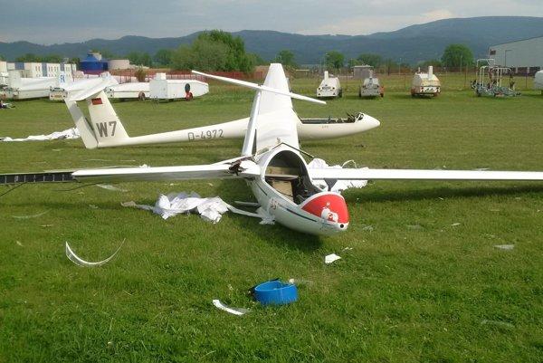 Fotografia z nehody na letisku v Prievidzi