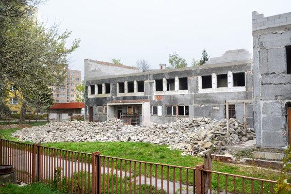 Nedokončená prerábka. Problémy s prestavbou komplexu bývalej škôlky na Senior dom na KVP sa ťahajú roky.