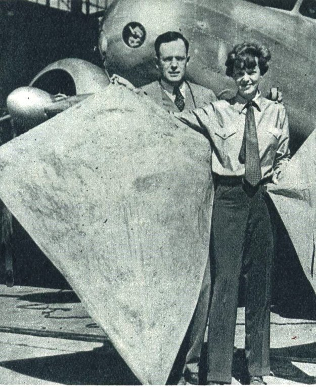 Amelia Earhart s manželom na poslednej známej snímke pred jej posledným letom.