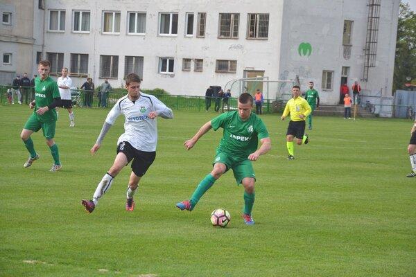 Miloš Pšenák (v zelenom).