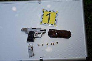 Zbraň mal páchateľ v nelegálnej držbe.