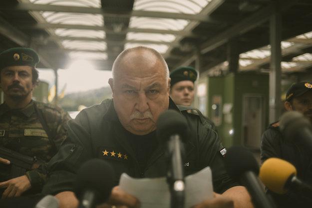 Andy Hryc ako policajný kapitán.