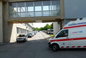 Parkovanie v areáli levickej nemocnice prejde zmenou.