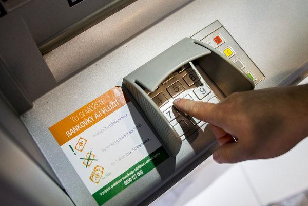 Bankomat mužovi odmietol vydať hotovosť, na účte nebolo dosť finančných prostriedkov.