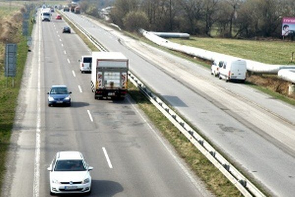 Zatiaľ je otázne, či sa po rekonštrukcii na ceste medzi Prievidzou a Novákmi rýchlosť zvýši.