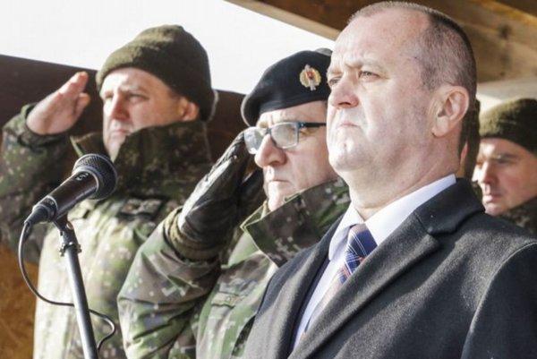 Minister obrany Peter Gajdoš (vpravo).