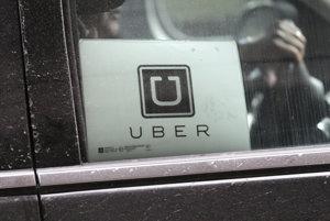 Vodiči Uberu budú ponovom môcť dostať aj sprepitné. V Bratislave sa má spustiť do konca roka