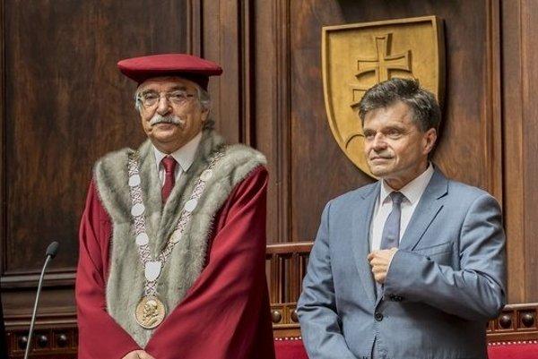 Minister Plavčan a rektor UK Karol Mičieta.