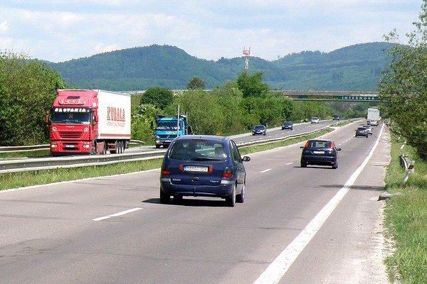 Polovica cesty z Novák do Prievidze bude štyri mesiace uzavretá.