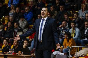 Tréner Richard Ďuriš vKomárne zostáva.