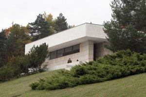 Krematórium je zaujímavým architektonickým dielom, zaslúžilo by si obnovu.
