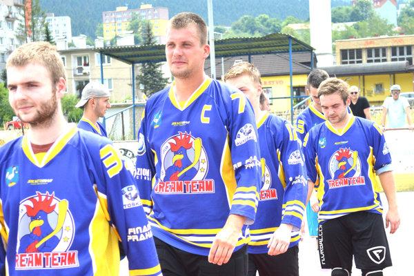 Vladimír Najdek (druhý zľava) si ide po zlatú medailu.