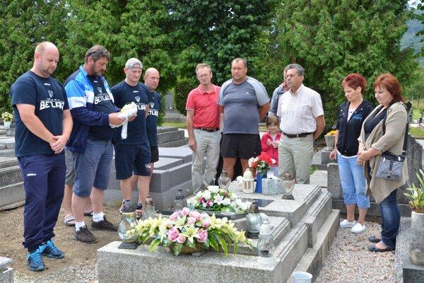 Spomienka na cintoríne pri hrobe M. Šlosára.