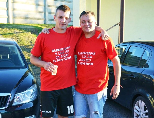 Vľavo Anton Barčák, najlepší strelec súťaže s priemerom lepším ako 1 gól na zápas. Vpravo Tibor Lelkes.
