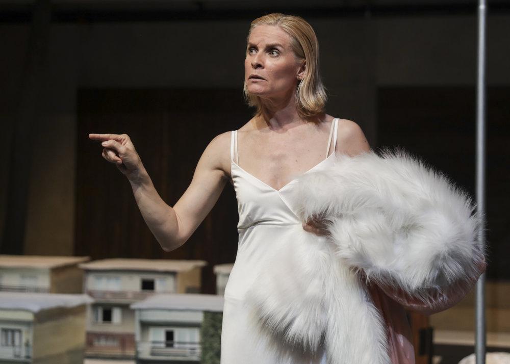 Ingrid Timková v úlohe Evy N.