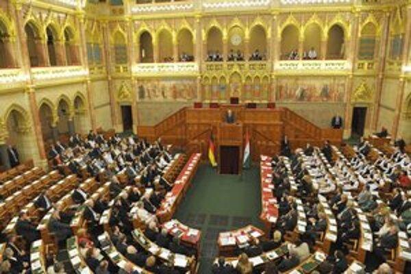 Maďarský parlament schválil novelu ústavy v marci.