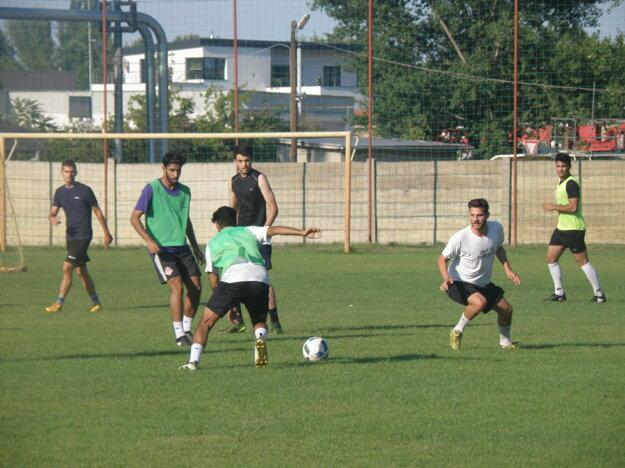 Na piatkovom tréningu sa predstavilo trénerovi Zelenskému niekoľko pre neho úplne neznámych hráčov.