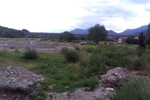 Nová pozemky pri Váhu.