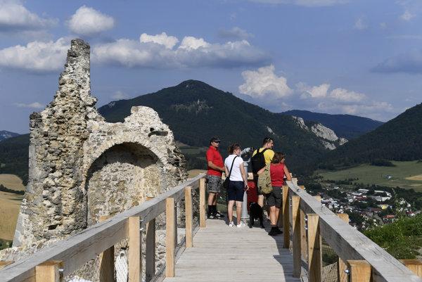 Otvorenie Považského hradu po rekonštrukcii.
