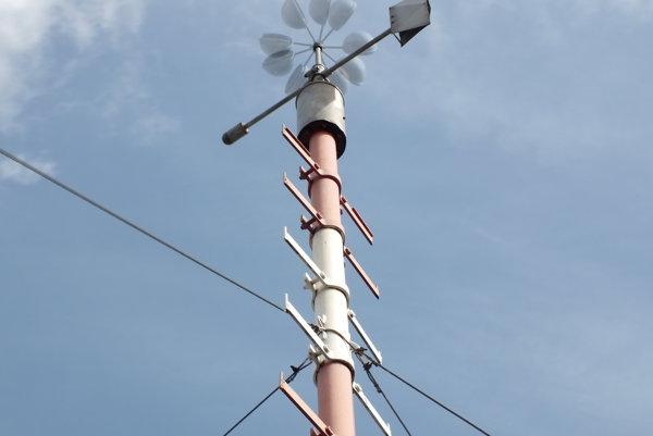 Merač bleskov na meteorologickej stanici vMilhostove bol počas búrky vneustálej permanencii.
