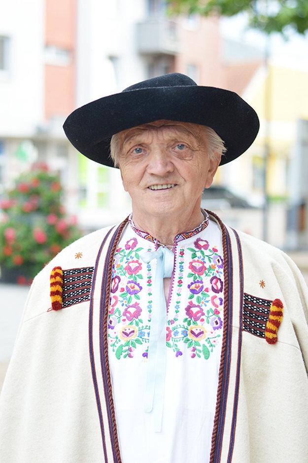 Pavol Máček je z Marikovej. Pesničky z Papradna si však zamiloval.