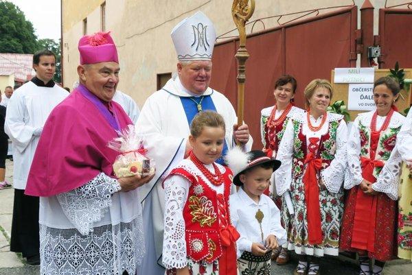 Svätú omšu na poľnom oltári celebroval nitriansky biskup Viliam Judák (na ilustračnej snímke).