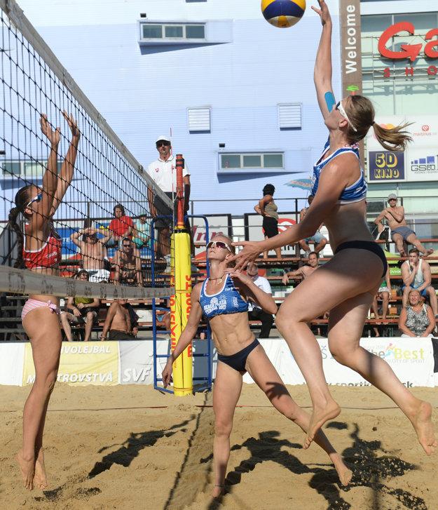 Najlepšie v ackii. Víťazkami medzi ženami sa stali Lucia Behúnová (vpravo) aĽubica Šipošová (v strede).